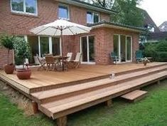 Super deck stairs to patio woods ideas Entryway Stairs, Deck Stairs, Spiral Stairs Design, Patio Deck Designs, Wooden Terrace, Stair Decor, Foyer Design, Floating Stairs, Painted Stairs