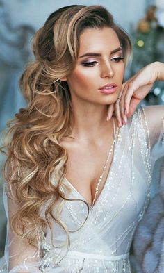 Need some bridal hair inspiration? This vintage glam hair style is nothing short of romantic.   #weddingphoto #weddingday #weddinginspo #vintageglam #psweddingsandevents #ohwowyes #springwedding #summerwedding