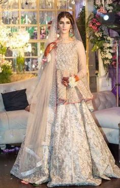 Here are the latest bridal walima dresses in Pakistan which includes a variety of wedding styles such as long frocks or maxi, gowns, short frocks or kurti with lehenga. Bridal Mehndi Dresses, Nikkah Dress, Pakistani Wedding Outfits, Pakistani Bridal Dresses, Pakistani Wedding Dresses, Pakistani Dress Design, Bridal Outfits, Indian Dresses, Wedding Lenghas