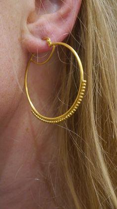 Kreolen sind wieder in! Das Must-have der Herbstsaison wird von Satya Jewelry ganz neu interpretiert <3 Jetzt bei uns im Ladengeschäft in Hamburg Ottensen oder online: lilu117.com #lilu117 #satya #satyajewelry #schmuck #ring #kette #necklace #ohrring #earring #accessoires #shoppingqueen #trendsetter #fashion #mode #trend #ottensen #hamburg #indien #yoga #namaste #modedesign #gold #silber #farben #musthave #trend #lotus #hamsa #lebensbaum #mutter #tochter #freundschaft #geschenk