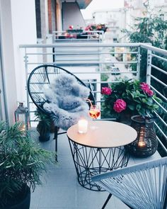 small apartment decorating 605382374897207090 - 40 Amazing Design Apartment Kleiner Balkon – Dekoration Ideen – Small patio decorating ideas – Source by Small Balcony Design, Small Balcony Garden, Small Balcony Decor, Patio Design, Condo Balcony, Small Balconies, Balcony Chairs, Patio Balcony Ideas, Small Terrace