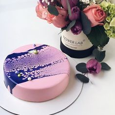 💕 - Cake OR flowers? - Cake AND flowers! Only if its @labflower_vancouver and the their most stylish and elegant compositions in Vancouver that I absolutely adore 💜💕