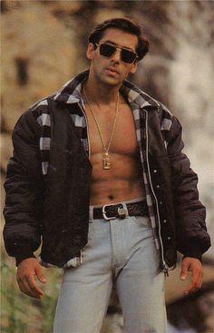 Salman Khan Unmatched Vintage Photos # Collections Of Bollywood Super Star Salman Khan Retro Pics, Retro Face, Body Abs Pack, Dresses. Salman Khan Young, Salman Khan Photo, Aamir Khan, Salman Khan Aishwarya Rai, Ranveer Singh, Akshay Kumar, Salman Khan Wallpapers, Bollywood Pictures, Retro Pictures