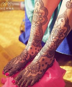 """Gorgeous sunflower inspired #henna from our friend Darcy at @hennalounge. #mehndi #weddings #indianweddingsmag"""