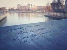 Écrivez-moi une lettre d'amour. Write to me a love letter.