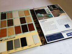 Interior catálogo formato folleto 4 caras, exhibidor muestras colección tableros sincronizadas 3