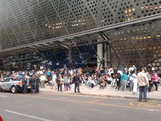Fuera del Pepsi Center en el WTC de la ciudad de México, en la espera del concierto de CNBLUE el día 26 de enero del 2014