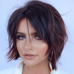 Chic Brunette Bob Shag Short hair for a round face is easily styled with a chic shaggy bob. This cut with short layers, a middle part, and piece-y locks stuns with its rich dark color and… Best Bob Haircuts, Round Face Haircuts, Hairstyles For Round Faces, Short Hairstyles For Women, Shaggy Bob Hairstyles, Haircut Bob, Round Face Short Haircuts, Short Brunette Hairstyles, Fire Haircut