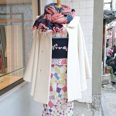 大塚呉服店 京都 Japan Outfits, Winter In Japan, Yukata, Japanese Kimono, Diy Costumes, Traditional Outfits, Fashion Beauty, Feminine, Kawaii