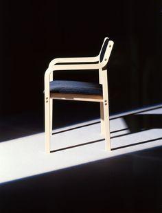 Kari 1 -tuoli, Design: Kari Asikainen (1969), P.O. Korhonen Oy #tuolit #huonekalut #kalustesuunnittelu #suomalainenmuotoilu #finnishdesign #chairs #furniture #furnituredesign