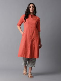Buy Green Mangalgiri Cotton Overlap Kurta with Grey Chevron Printed Cotton Jacquard Pants- Set of 2 Salwar Designs, Simple Kurti Designs, Kurta Designs Women, Kurti Neck Designs, Dress Neck Designs, Kurti Designs Party Wear, Blouse Designs, Indian Designer Outfits, Indian Outfits