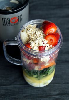 Green Smoothie: ¼ cup orange juice, 2 tbsp non-fat plain Greek yogurt, 2 tbsp water, ¼ cup baby carrots, ¼ cup frozen raspberries, 5 hulled strawberries, ½ banana ,2 tbsp oats, 2 cups kale