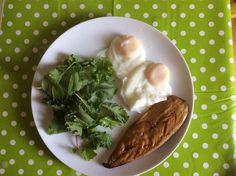 Stuck for ideas for a healthy yet delicious lunch? How about mackerel, poached eggs and leafy greens, done in minutes, nutrient dense, and no yucky energy slump this afternoon!