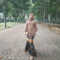 Image may contain: 1 person, standing and outdoor Model Rok Kebaya, Model Kebaya Brokat Modern, Kebaya Modern Hijab, Kebaya Hijab, Kebaya Muslim, Kebaya Kutu Baru Modern, Hijab Gown, Turban Hijab, Kebaya Lace