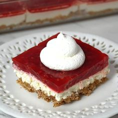 Raspberry jello pretzel salad -one of my all time favorite jello salads. The cream cheese mixture and salted pretzel crust mixed with the raspberry jello is the perfect combo! Desserts Keto, Jello Desserts, Holiday Desserts, Dessert Recipes, Quick Dessert, Easter Recipes, Plated Desserts, Raspberry Pretzel Salad, Raspberry Desserts
