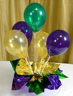 1000 images about balloon birthday centerpiece ideas on for Balloon decoration ideas without helium