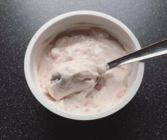 NEW REVIEW: Low Sugar, Low Fat & High Protein Arla SKYR Yoghurt Strawberry. #protein #yoghurt #review #foodblog #blog