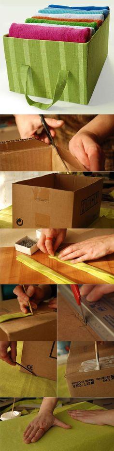 Caixas de papelão foram encapadas com tecido colorido e transformadas em organizadores. / Crédito: Pinterest.: