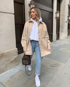 May 2020 - pic inspo style fashion inspiration trendy outfits Winter Fashion Outfits, Fall Winter Outfits, Autumn Winter Fashion, Hijab Fashion, Outfits Otoño, Trendy Outfits, Fashion 2020, Look Fashion, Fashion Tips