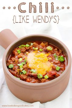 Chili - Like Wendy's is perfect for cooler nights! Thick, hearty and full of ground beef, beans and tomatoes! It really hits the spot! #chili #soups