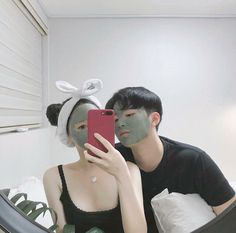 Applying even the face mask together so that no one teases h Korean Couple, Best Couple, Ulzzang Couple, Ulzzang Girl, Beautiful Love, Cute Love, Cute Relationships, Relationship Goals, Couple Aesthetic