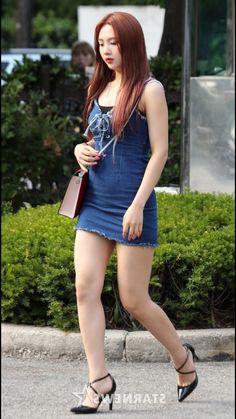 Beautiful Asian Women, Beautiful Legs, Sexy Asian Girls, Sexy Hot Girls, Hot Japanese Girls, Girls In Mini Skirts, Red Velvet Joy, Cute Girl Face, Mode Style