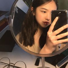 Most Beautiful and Sexy Babes! Share the beauty and love. Korean Aesthetic, Aesthetic Photo, Aesthetic Girl, Ulzzang Hair, Ulzzang Korean Girl, Ulzzang Couple, Girls Mirror, Girl Korea, Uzzlang Girl