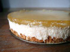 Jeg indrømmer gerne, at dette er en af de ting, jeg har glædet mig mest til at lave til denne måneds benspænd – en cheesecake med masser af citron! Et eldorado i syrlighed kombineret med den flødesøde flødeostecreme – mmmm! … Læs resten →