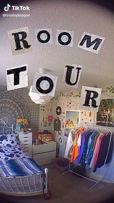 Indie Bedroom Decor, Grunge Bedroom, Indie Room, Room Ideas Bedroom, Teen Bedroom, Bedroom Inspo, Bedroom Wall, Bedrooms, Retro Room