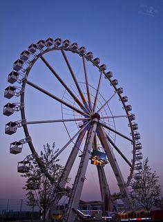 Ferris wheel | Camera: Canon EOS 1000D Lens: Canon EF-S 18-5… | Flickr