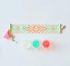************************** 100% Handmade ******************************* Bracelet Mori » | Métier à tisser Bracelet de perles de Rocaille Miyuki Delica | Bracelets pour femmes | Bracelet ajustable tissé (modèle : Mr019) Ce bracelet est fait de perles de delica Miyuki 11/0 haute qualité sur fil de nylon. -Réglable par une chaîne dextension. Longueur du bracelet : environ 16-23 cm (avec rallonge) Bracelet largeur : 2,5 cm environ. ******************************************************...