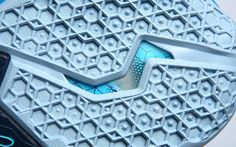 lebron-11-mark-11-gamma-blue-13.jpg (640×400)