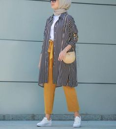 Plaid and Stripped Dress Inspiration for Hijabies – Girls Hijab Style & Hijab . Plaid and Stripped Dress Inspiration for Hijabies – Girls Hijab Styl Modern Hijab Fashion, Street Hijab Fashion, Hijab Fashion Inspiration, Muslim Fashion, Modest Fashion, Fashion Ideas, Hijab Fashion Summer, Fashion Muslimah, Casual Hijab Outfit