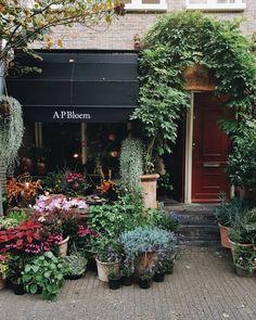 Good morning Girl Photography, Amsterdam, Garage Doors, London, Outdoor Decor, Plants, Instagram, Home Decor, Decoration Home