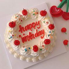 Pretty Birthday Cakes, Pretty Cakes, Beautiful Cakes, Amazing Cakes, Birthday Cake Design, Heart Birthday Cake, Creative Birthday Cakes, Birthday Sweets, Mini Cakes