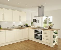 The Stockbridge Super Matt Cream kitchen offers ultra smooth cream matt slab doors, add warmth by combining oak block style worktop and oak flooring. Cream And Oak Kitchen, Cream Gloss Kitchen, Cream Kitchen Cabinets, New Kitchen, Kitchen Interior, Kitchen Decor, Kitchen Ideas, Kitchen Layout, Kitchen Inspiration