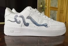 Iron on snake patches to DIY or custom air force 1 snake Easy use iron on snake patches for shoes decal, DIY or custom air force 1 or Vans snake! Hype Shoes, On Shoes, Me Too Shoes, Air Force One Shoes, Nike Air Force 1, Custom Air Force 1, Diy Vetement, Nike Air Shoes, Serpent