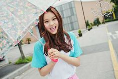 Umji - GFriend album 'LOL' teaser photo (Laughing out loud ver. She's so adorable! Don't you just want to squeeze her! Kpop Girl Groups, Korean Girl Groups, Kpop Girls, Extended Play, Gfriend Lol, Gfriend Album, Wattpad, G Friend, Cultura Pop