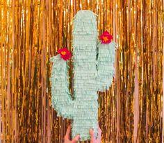 Voici comment réaliser une piñata cactus.