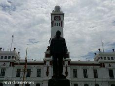 Faro Venustiano Carranza. Ubicado sobre el Malecón de Veracruz, funciona actualmente como sede de la Marina Armada de México.
