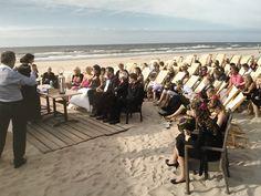 Winderig huwelijk op het strand van Zandvoort
