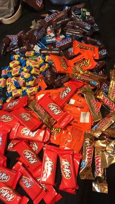 Snack Foods Made In Pennsylvania such Snack Foods For Game Night as Junk Food And Fatty Snacks I Love Food, Good Food, Yummy Food, Sleepover Snacks, Junk Food Snacks, Potato Crisps, Food Goals, Chocolate Lovers, Cookies Et Biscuits