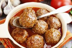 Boulettes de viande à la mijoteuse, sauce Buffalo et miel, un vrai régal Meat Recipes, Slow Cooker Recipes, Crockpot Recipes, Cooking Recipes, One Pot Dishes, Beef Dishes, I Love Food, Good Food, Gourmet
