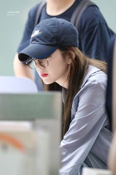 """irene in caps that will make you gay : a thread 😜"" Seulgi, Irene Red Velvet, Jennie Lisa, Couple Aesthetic, Kim Yerim, K Idol, Celebrity Couples, South Korean Girls, Girl Crushes"