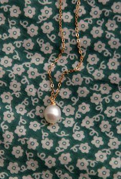 5be1fcbb2a25 Artículos similares a Collar de perlas
