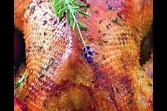 Pečená martinská husa | Apetitonline.cz Food And Drink, Turkey, Facebook, Meat, Turkey Country