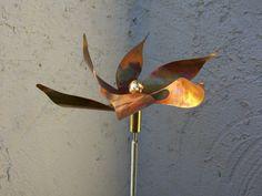 water lily - metal object by www.kinetische-kunst.eu