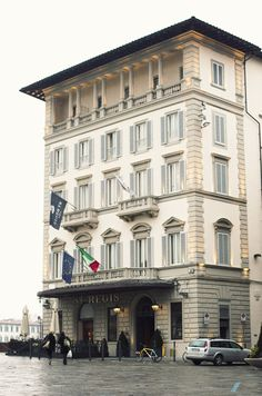 Jean dream of owning a hotel in Italy. Julie wants to join him