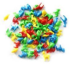 Heel veel verschillende retro dieren van plastic, zoals leeuwen, vissen, hertjes, zwanen, kamelen, honden, ijsberen, lammetjes, koeien, ezels en nog veel meer. Aan elk dier zit een oogje, zodat je ze kunt gebruiken voor allerlei doeleinden. Maak er bijvoorbeeld een sleutelhanger, armband of ketting mee. Ook erg leuk om een traktatie mee te versieren!Verkrijgbaar bij De Oude Speelkamer.