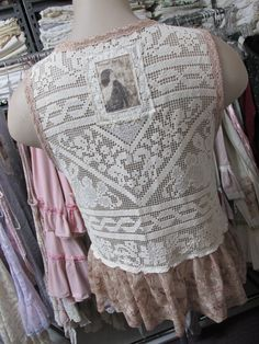 Vintage Kitty..needle lace short style by sistersroseandruby